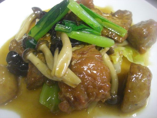 鶏肉と揚げ豆腐の自家製中国香味煮込み